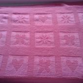 Розовый плед с рисунками