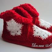 Тапочки Снежинки вязаные крючком красные