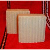 Натуральное мыло-скраб с люффой  и экстрактом зверобоя