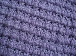 Соединение плечевых срезов вязаного жакета.Connection of the shoulder segments of a knitted shirt.