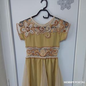 Золотое платье для девочки комбинированного типа (крючок+ткань)