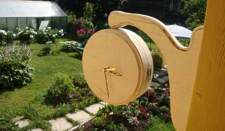 Настенные двусторонние часы на кронштейне ручной работы на заказ