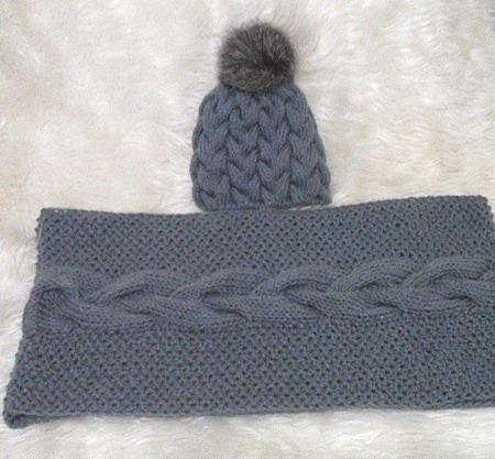 Серый комплект вязаный снуд в два оборота и шапка с помпоном ручной работы на заказ