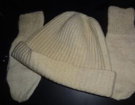 """Комплект """"Спортивная шапка и варежки"""" ручной работы на заказ"""