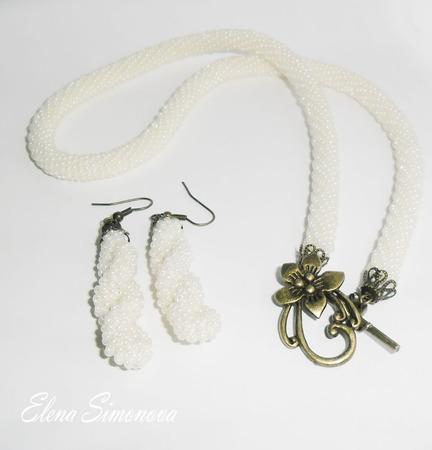 Комплект украшений (серьги и колье) жемчужный с лилией ручной работы на заказ