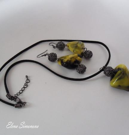 """Комплект украшений """"Жёлтая Асимметрия""""  (серьги длинные, кулон) ручной работы на заказ"""