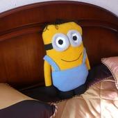 Вязаная подушка-игрушка Миньон