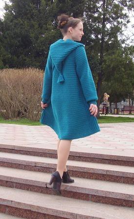 Вязаное пальто «Малахитовый сказ» ручной работы на заказ