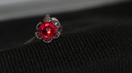 Серьги гвоздики из хирургической стали с кристаллами Сваровси ручной работы на заказ