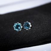 Серьги гвоздики из хирургической стали с кристаллами Сваровси