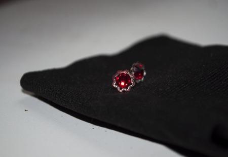 Серьги гвоздики с кристаллами Сваровски ручной работы на заказ
