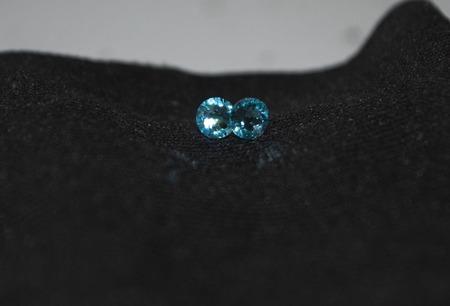 Серьги гвоздики из хирургической стали с кристаллами Сваровски ручной работы на заказ