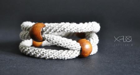 Льняной браслет с дубовыми бусинами ручной работы на заказ
