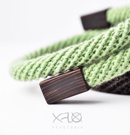 Набор стильных браслетов в мятно-коричневой гамме ручной работы на заказ