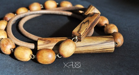 Длинное ассиметричное ожерелье с вставками из экзотического зебрано ручной работы на заказ