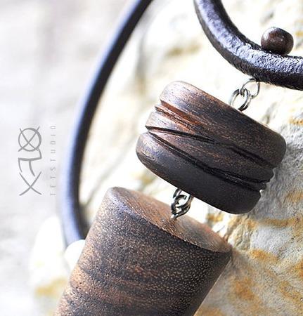 Деревянная подвеска из экзотического амазаку на кожаном шнурке ручной работы на заказ
