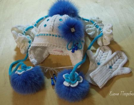 Комплект для девочки (шапочка, шарфик, варежки) ручной работы на заказ