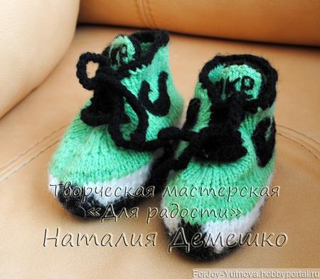 Вязаные кроссовки - пинетки ручной работы на заказ