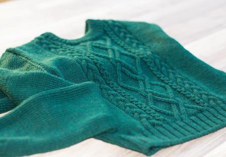 Короткий свитер Маша ручной работы на заказ