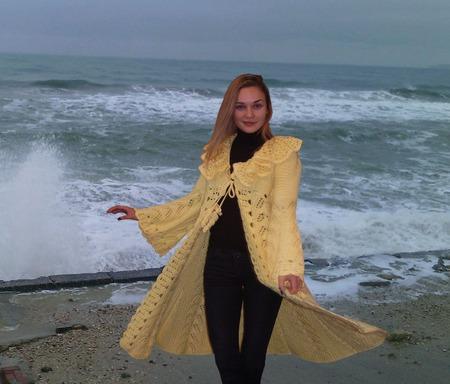Вязаное  пальто «Песня лимонного ветра» ручной работы на заказ