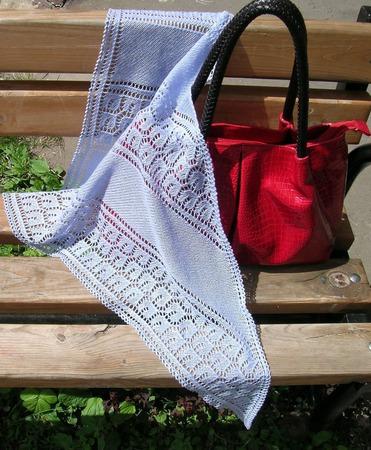 Ажурная мини-шаль из тонкого итальянского мериноса ручной работы на заказ