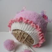 Комплект для девочки (шапочка и пинетки)