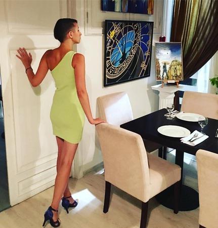 Нарядное платье на одно плечо ручной работы на заказ