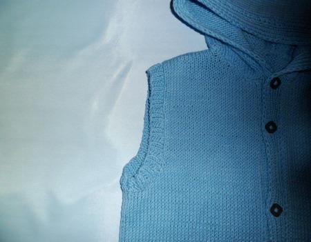 Вязаный жилет для мальчика ручной работы на заказ