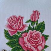Бабочка на розах