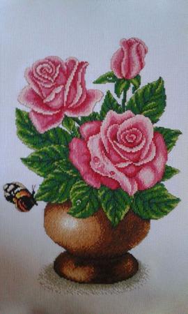 Бабочка на розах ручной работы на заказ