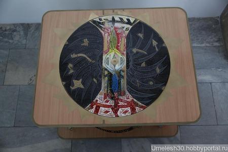 Столик с оригинальным рисунком ручной работы на заказ