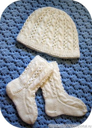 Белый комплект (шапочка и носочки) ручной работы на заказ