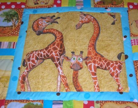 Детское лоскутное одеяло в кроватку Жирафики ручной работы на заказ