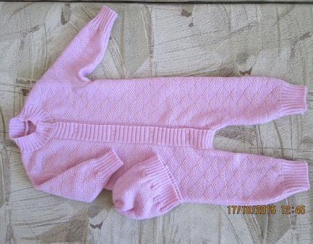 Вязанный комбинезон для девочки ручной работы на заказ