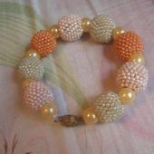 Персиковый браслет.