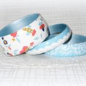 """Белый с голубым комплект браслетов из дерева """"Кружево на голубом"""""""