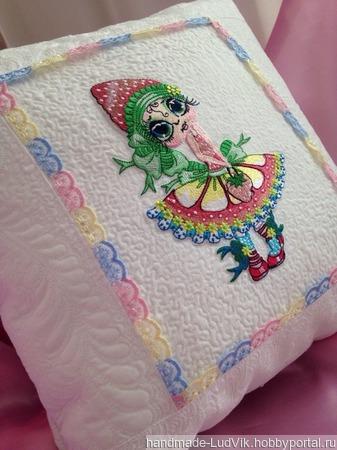 Декоративная подушка (наволочка) с Художественной стежкой ручной работы на заказ