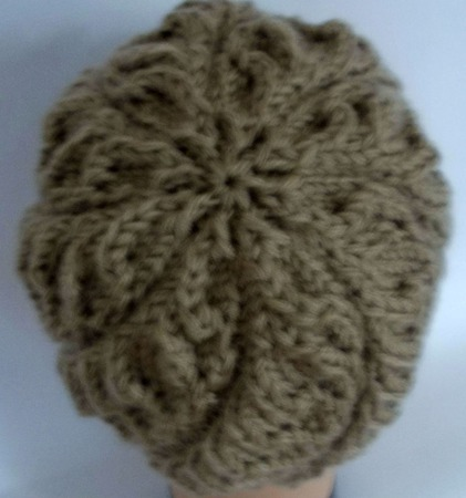Теплая шапочка спицами осенняя. ручной работы на заказ