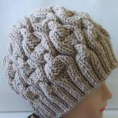 Зимняя вязаная шапка для женщин