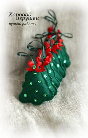 Ёлочная игрушка из фетра Ёлочка с вышивкой маленькая ручной работы на заказ
