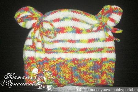 Полосатая шапочка для девочки ручной работы на заказ