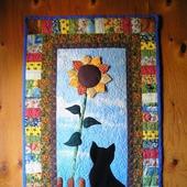 """Лоскутное панно """"Черная кошка с подсолнухом"""""""