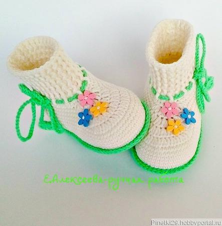 Пинетки вязанные крючком с цветочками ручной работы на заказ