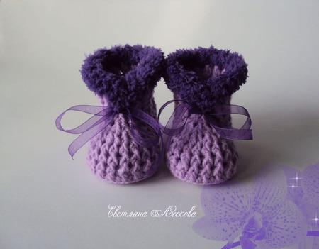 Пинетки сиреневые с фиолетовой опушкой для девочки ручной работы на заказ