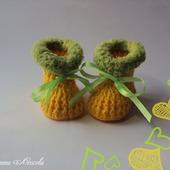 Пинетки желтые с оливковой опушкой крючком для девочки
