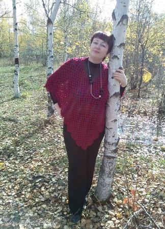 Пончо вязаное крючком Багряный закат винного цвета ручной работы на заказ