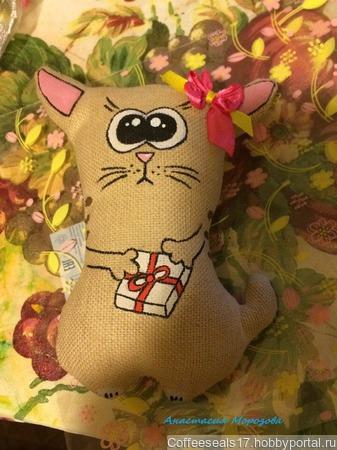 Кофейный котик с подарком ручной работы на заказ