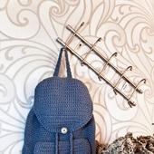 Серый вязаный рюкзак ручной работы