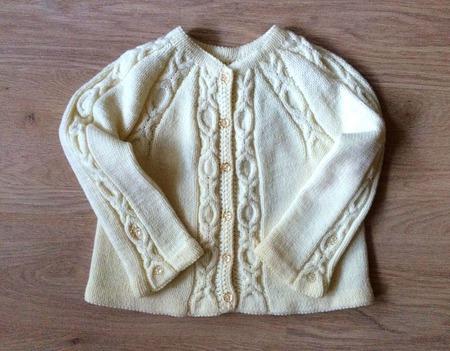 """Кофта для девочки из мериносовой шерсти """"Белоснежка"""" ручной работы на заказ"""