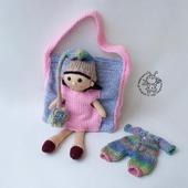 Кукла Айрис и сумочка для куклы и ее одежды